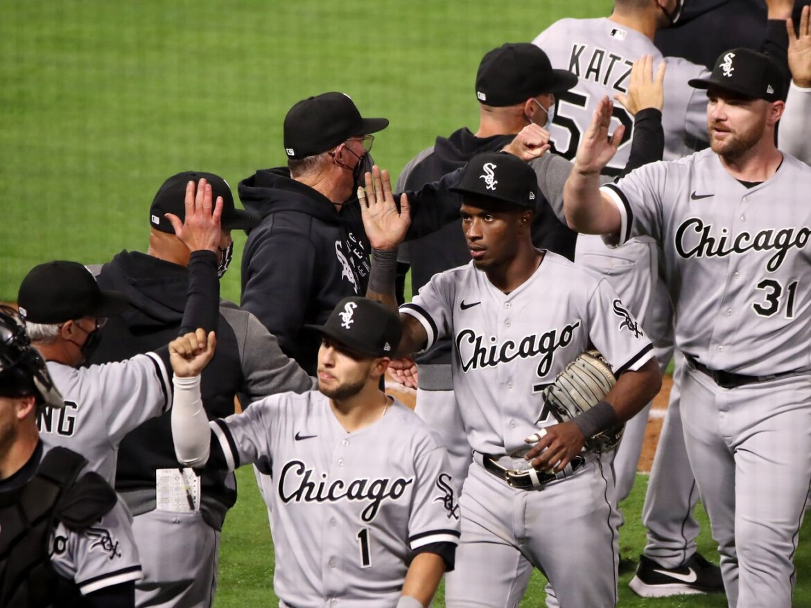 Liam Hendriks takes bumpy first save as White Sox closer in stride