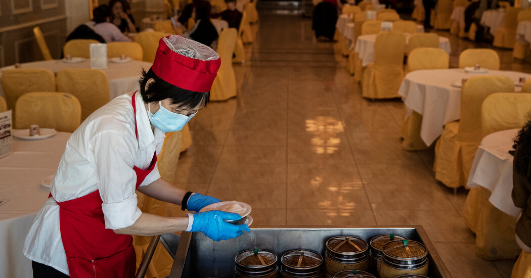 N.Y.C. Indoor Dining to Go to 75% Capacity, Governor Says