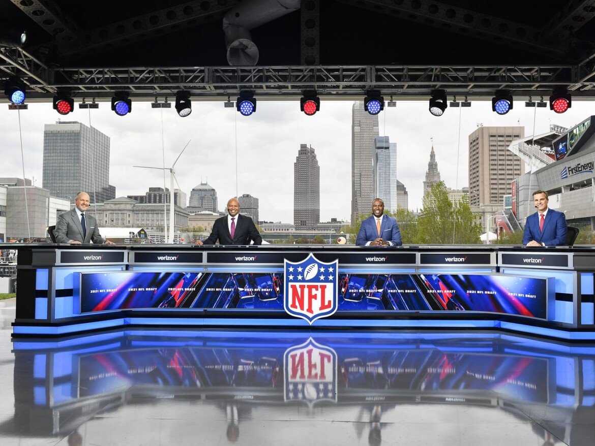 Glenview's Charlie Yook excited to lead NFL Network's draft coverage on site again