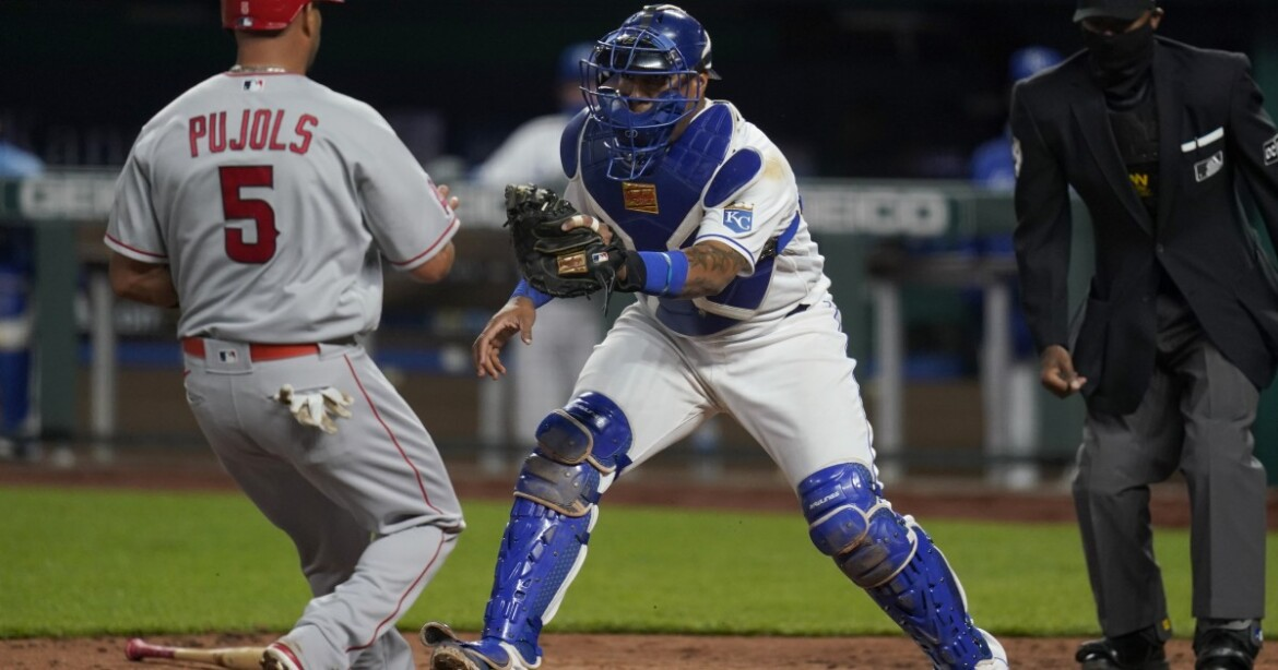 Angels lose to Royals on a bases-loaded pickoff