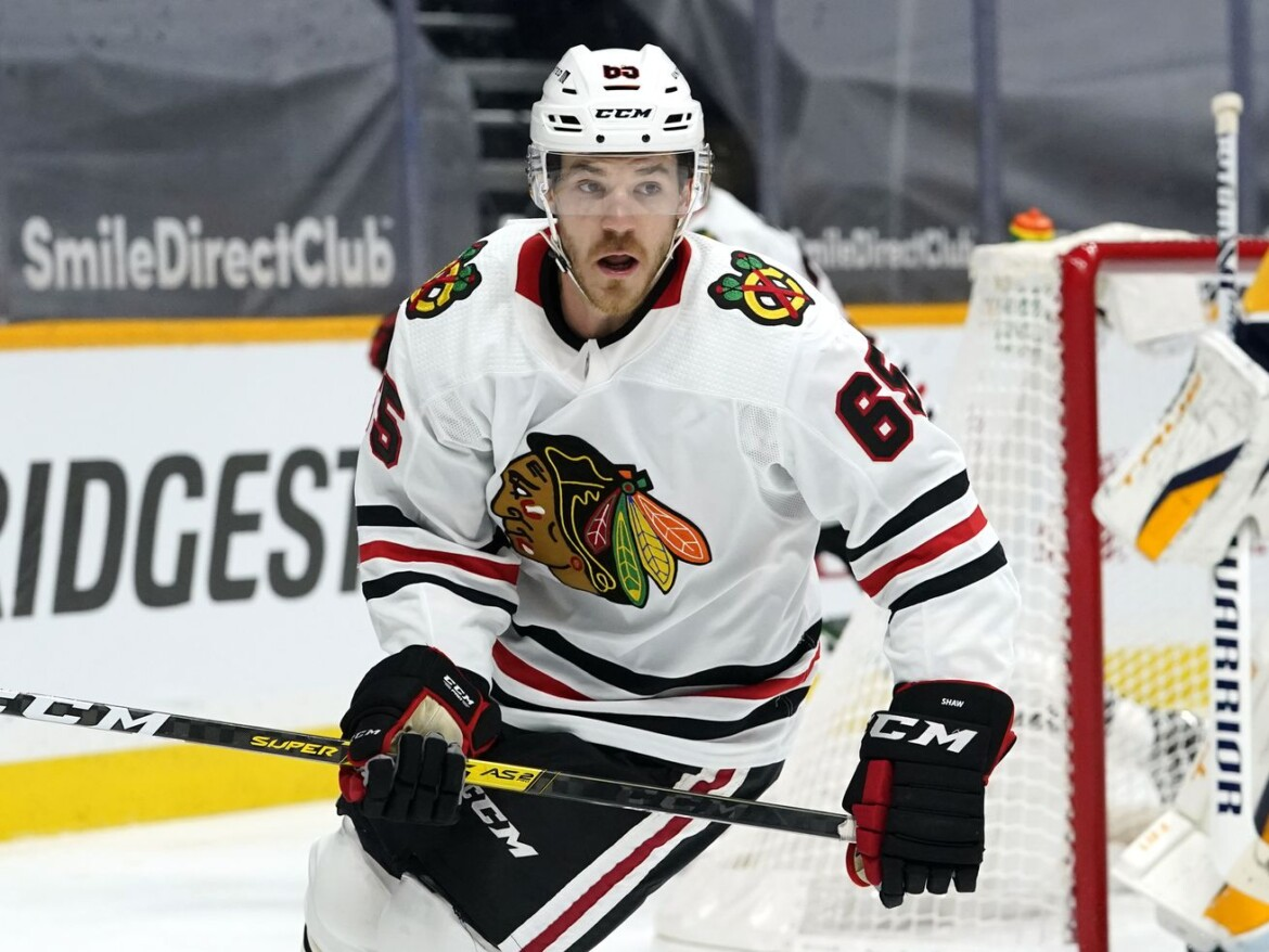 Blackhawks' Andrew Shaw announces retirement due to repeated concussions