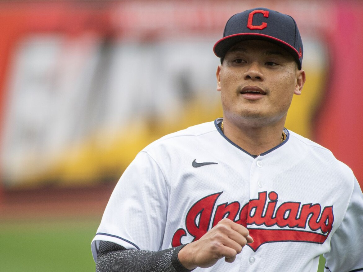 Indians infielder Yu Chang receives racist messages after error against White Sox