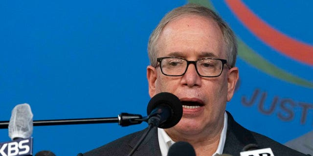 Scott Stringer, NYC mayoral candidate, accused of sex abuse, unwanted kissing, touching