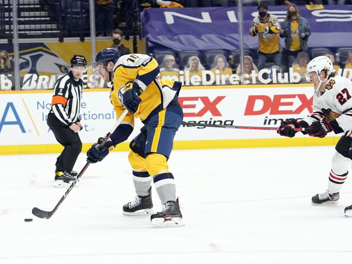Blackhawks' loss to Predators intensifies pressure on Jeremy Colliton to find solutions soon
