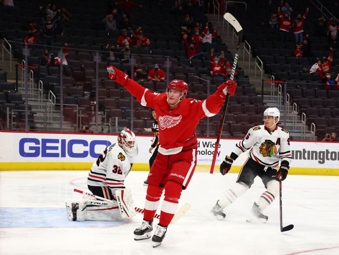 Blackhawks can't get shots on net, suffer untimely loss to Red Wings