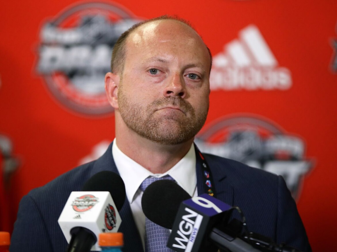 Blackhawks expand pool of picks, prospects as Stan Bowman swings 4 deadline trades