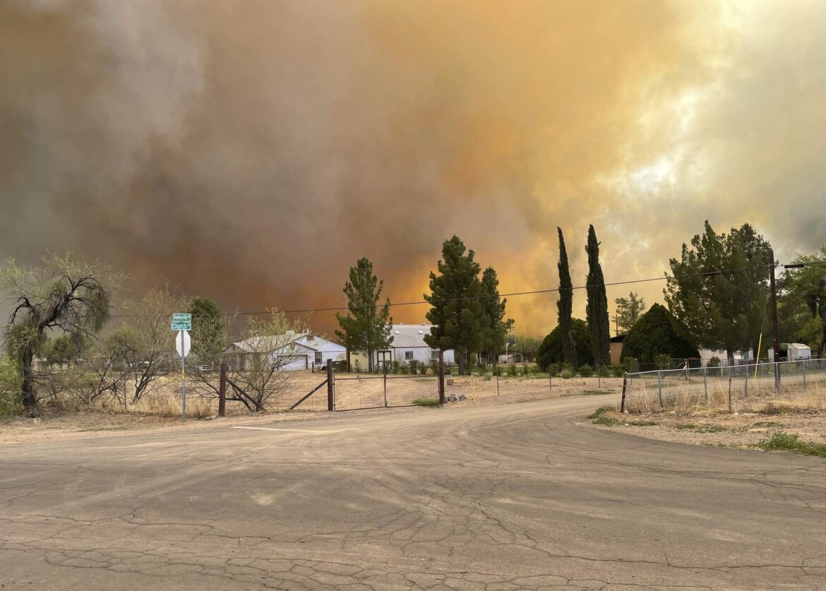 Arizona wildfire destroys 12 homes; 200 people evacuated