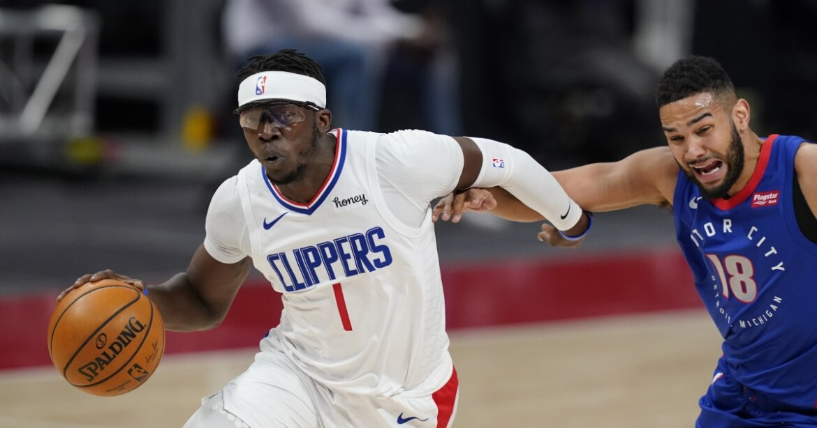 Reggie Jackson's jumper lifts short-handed Clippers over Pistons