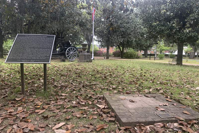 Strange theft of Confederate chair mystifies Alabama town