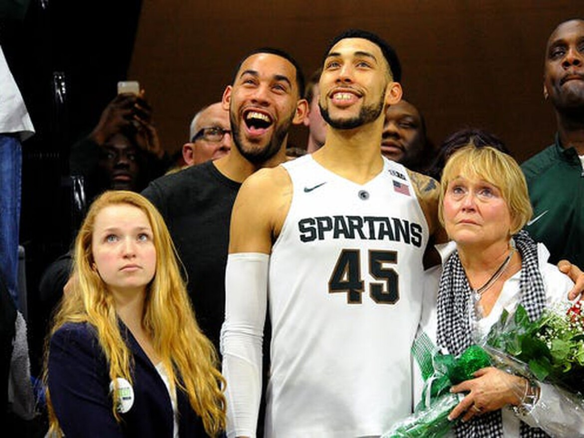 Denzel Valentine says Loyola basketball hired an 'it' factor with brother Drew