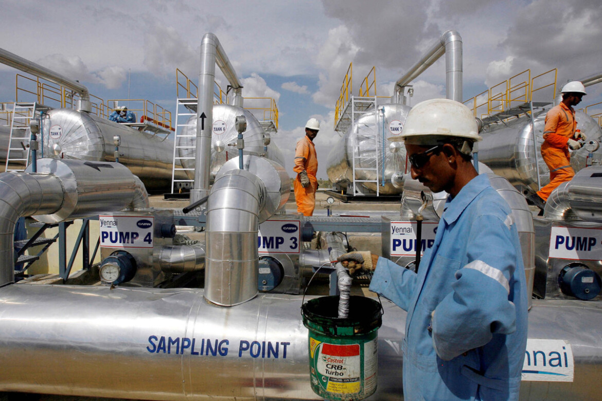 Oil prices fall as India's COVID-19 surge dents demand outlook