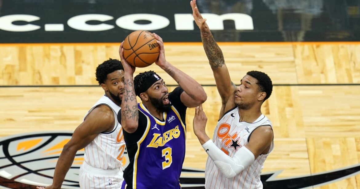 Lakers avoid collapse and snap losing streak with victory over Magic