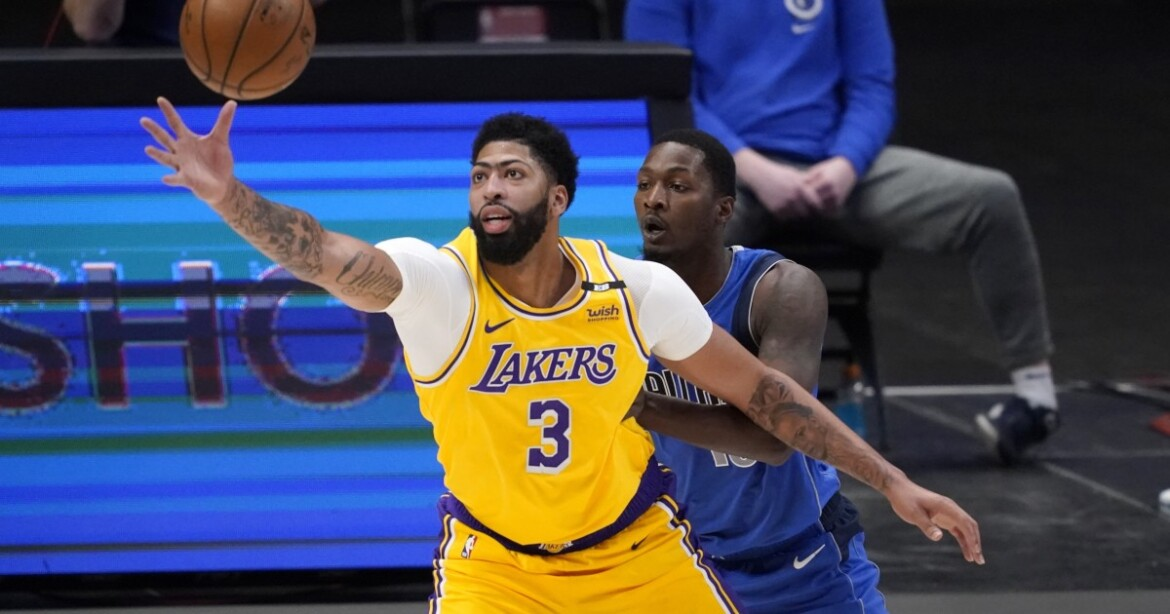 Anthony Davis returns and plays well in Lakers' loss to Mavericks