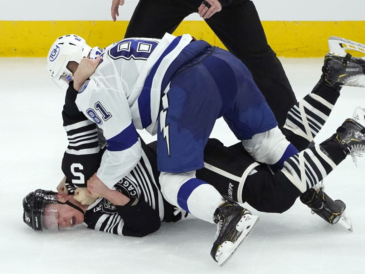 Blackhawks' final playoff hopes extinguished for good with loss to Lightning
