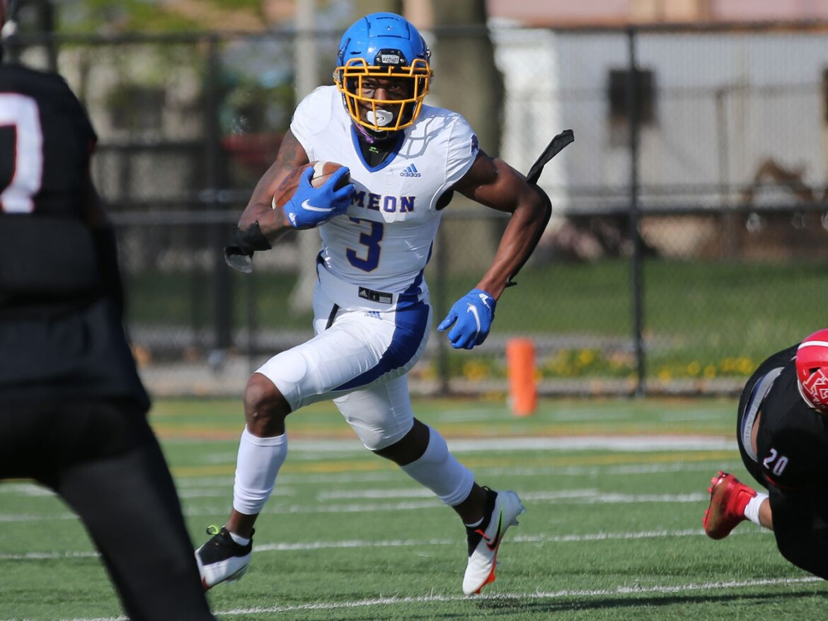 Simeon holds off a challenge from Kenwood