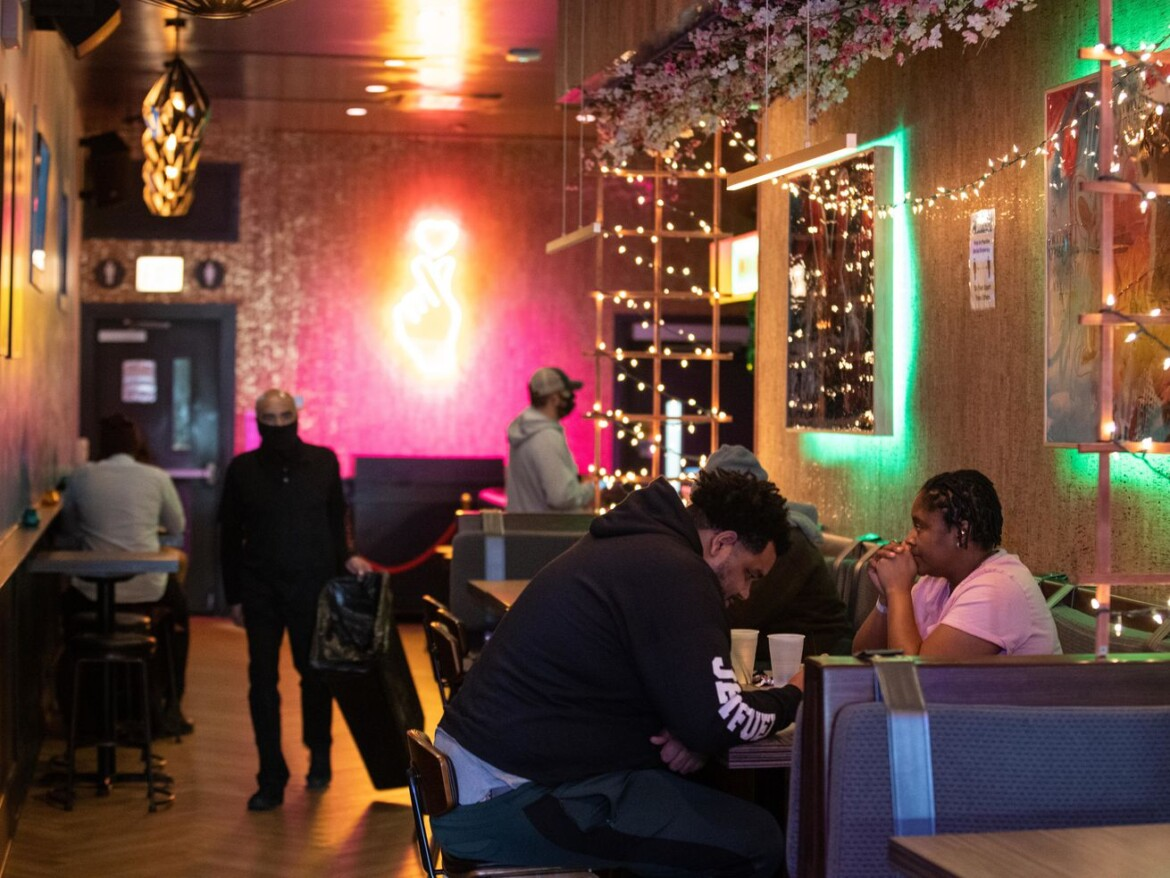 Shot, please! Preckwinkle pushes vaccinations for restaurant workers as indoor capacity expands