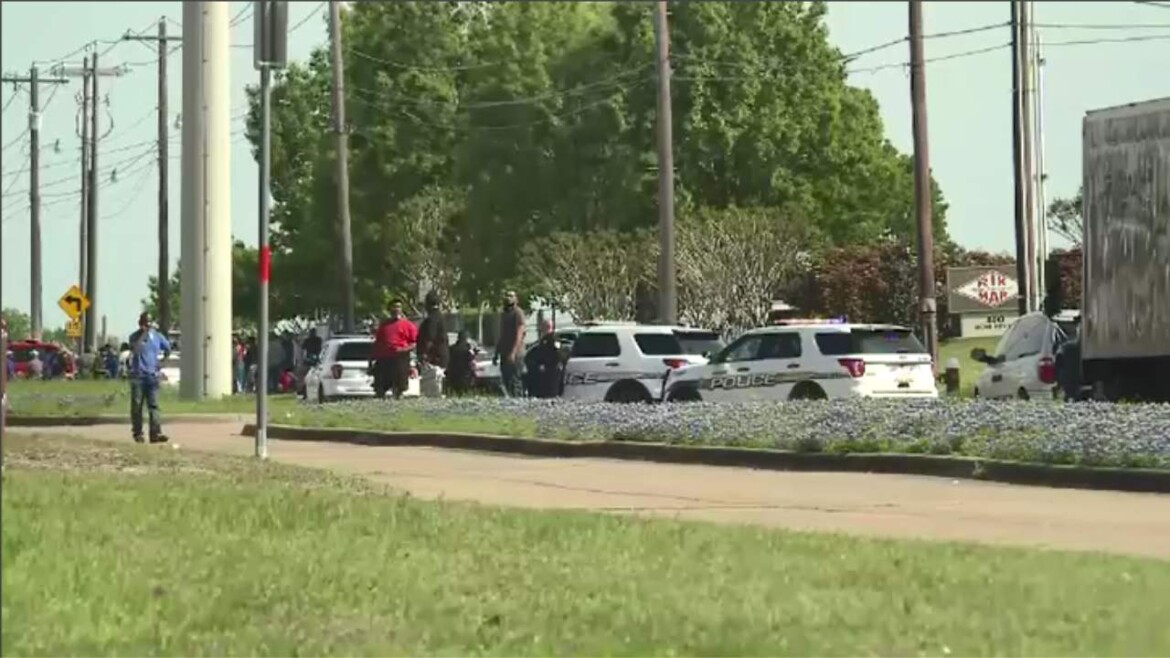 Police: 1 killed, 4 hurt in shooting at Texas cabinet plant