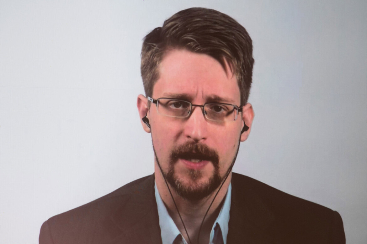 Edward Snowden calls out conference host for running Ponzi scheme