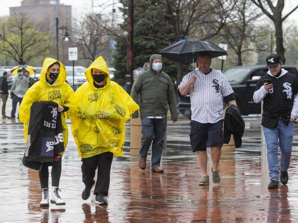 For White Sox fans at rain-soaked home opener, it's World Series or bust