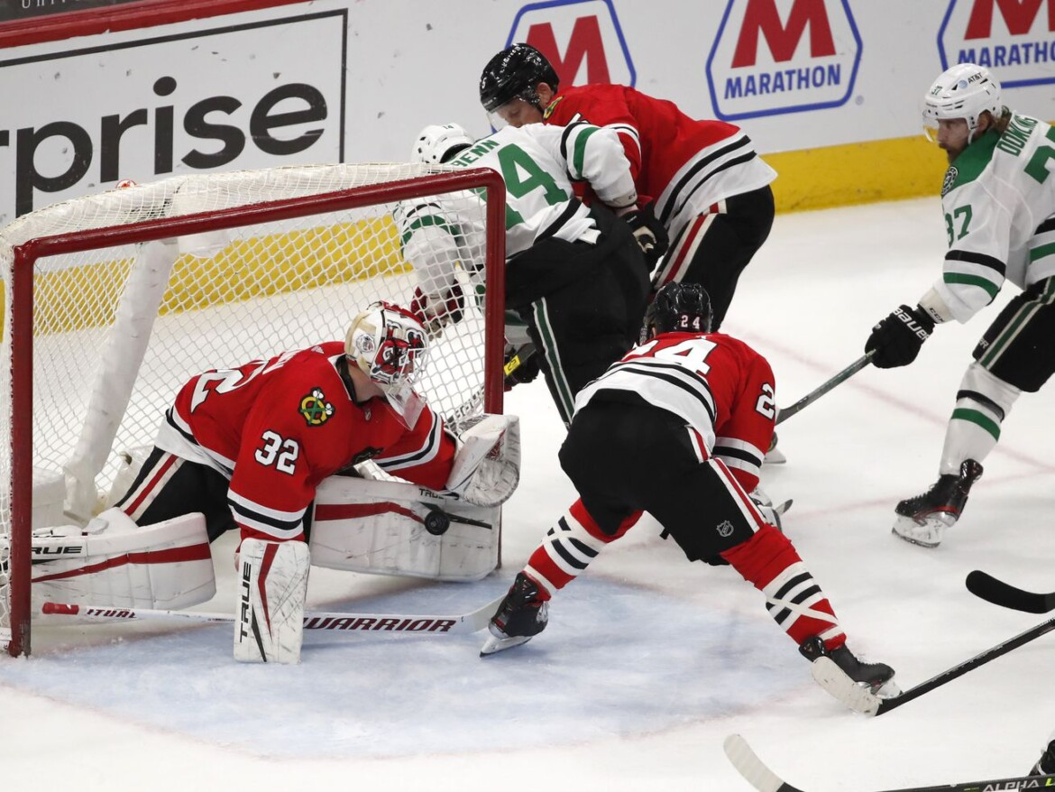Riding Kevin Lankinen, Blackhawks earn much-needed win over Stars