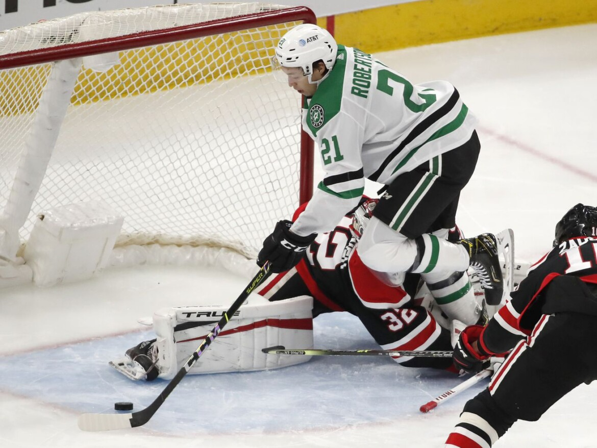 Blackhawks lose to Stars, fall further behind in playoff race