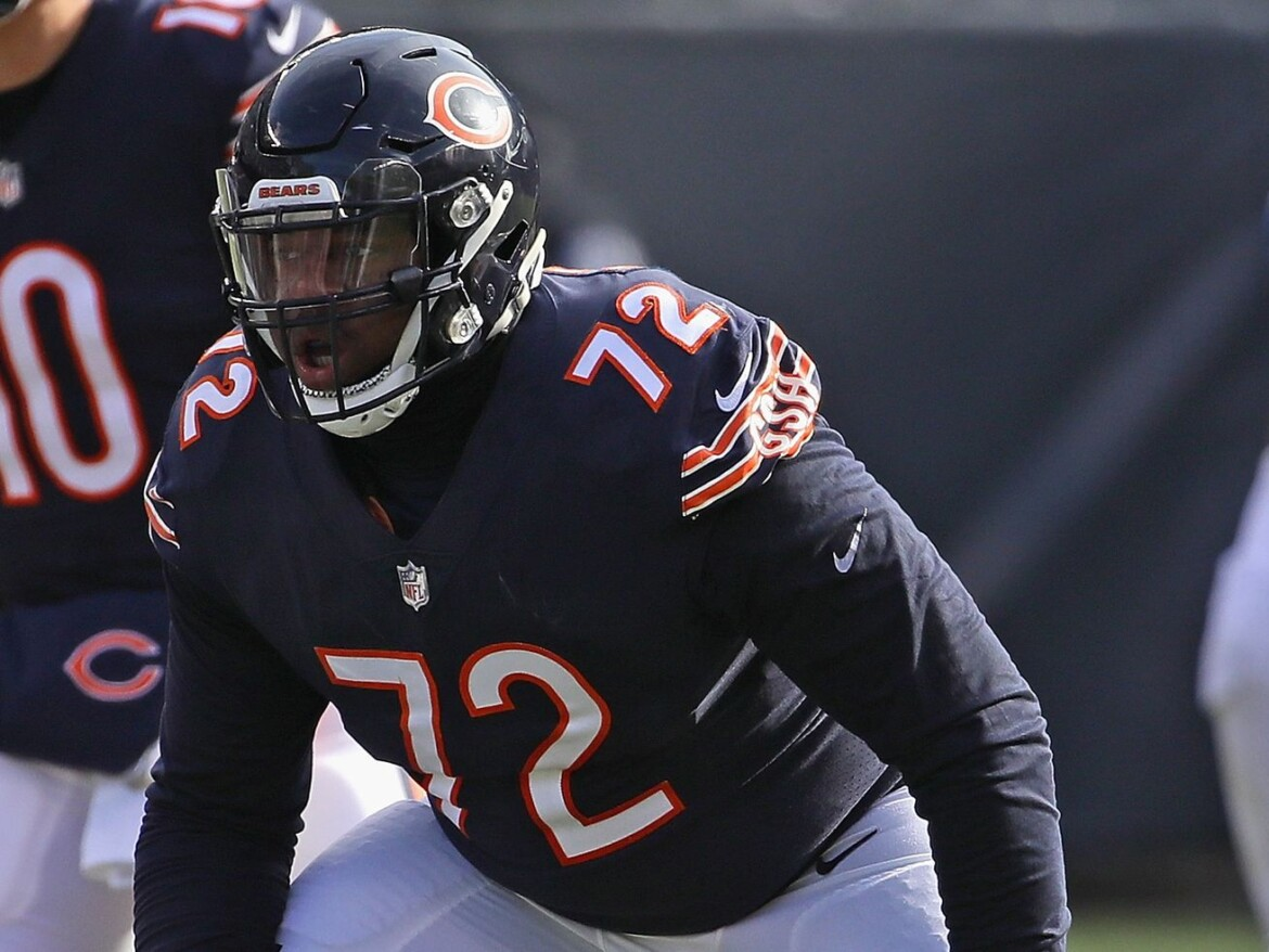 Bears release left tackle Charles Leno