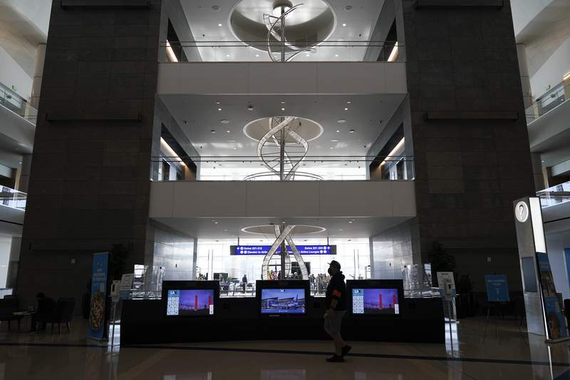 New $1.7B Los Angeles International Airport concourse opens