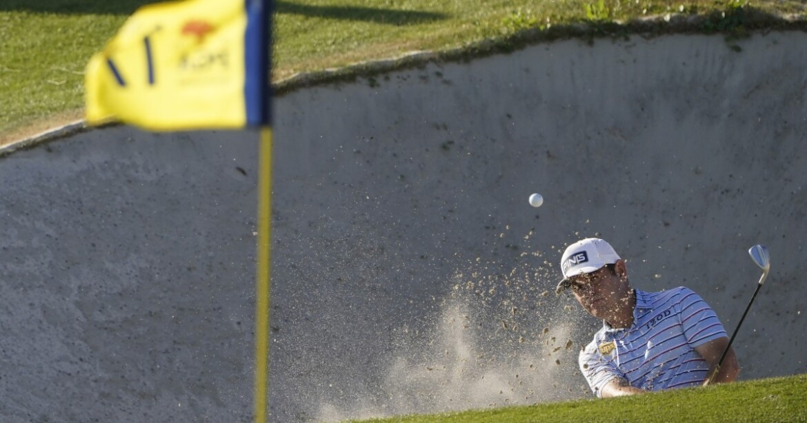 Phil Mickelson and Louis Oosthuizen share the lead at PGA Championship