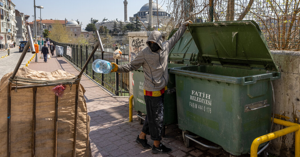 Afghans Fleeing Home Are Filling the Lowliest Jobs in Istanbul