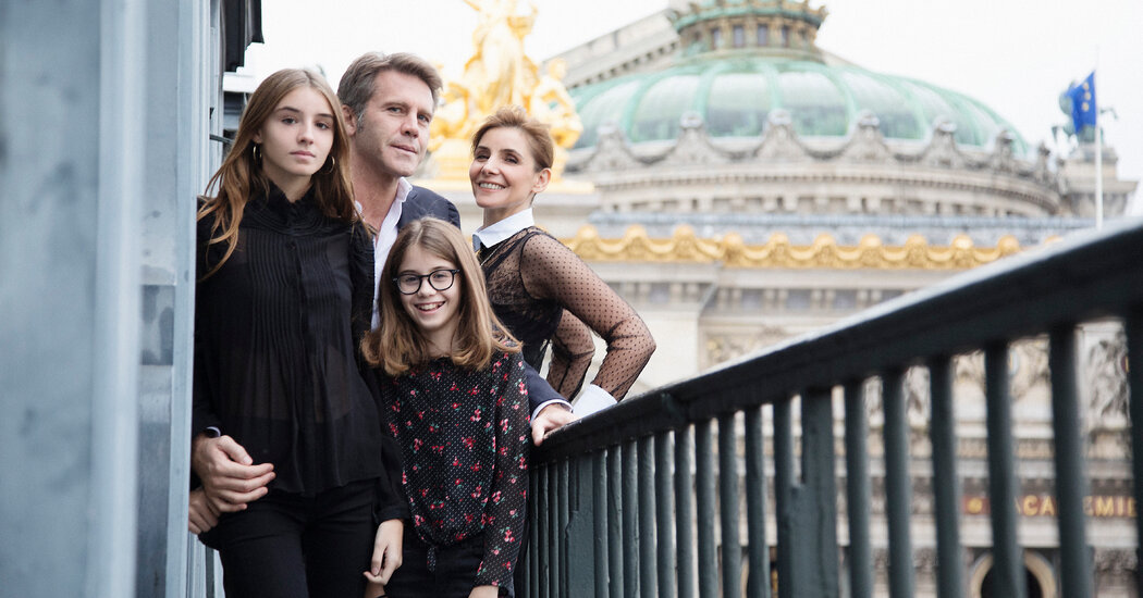 Paris Teenager's New Gig: Would-Be Queen of Italy. A Nation Shrugs.