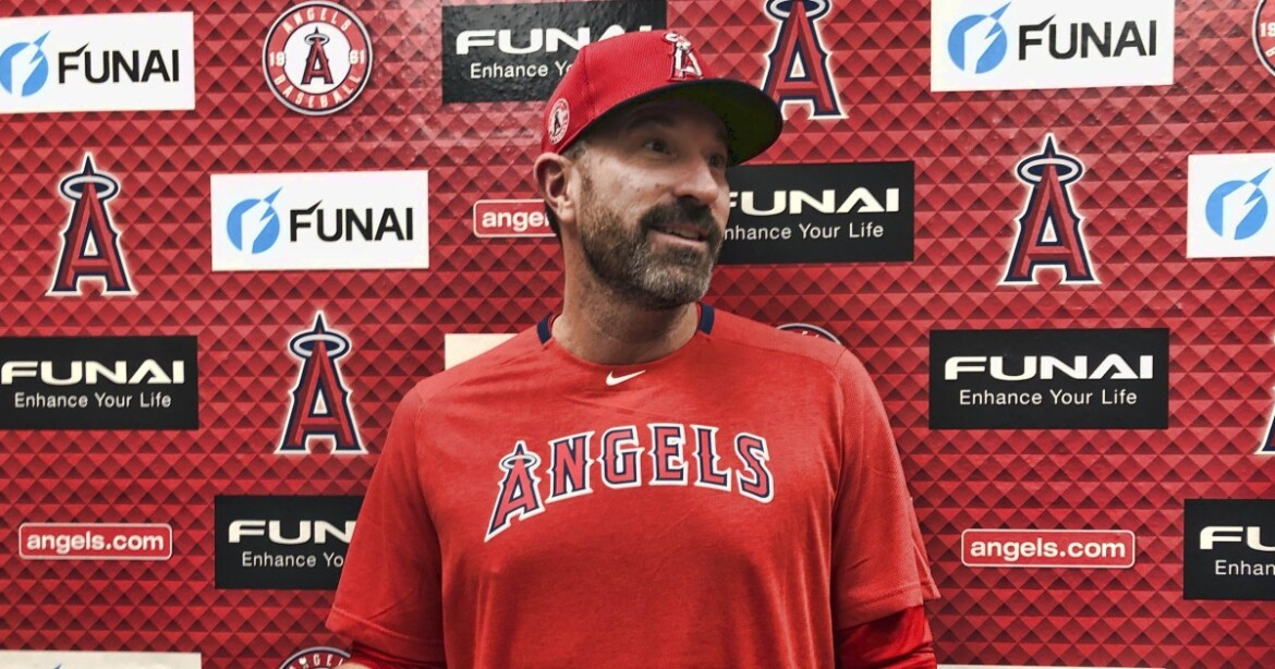 Angels fire pitching coach Mickey Callaway