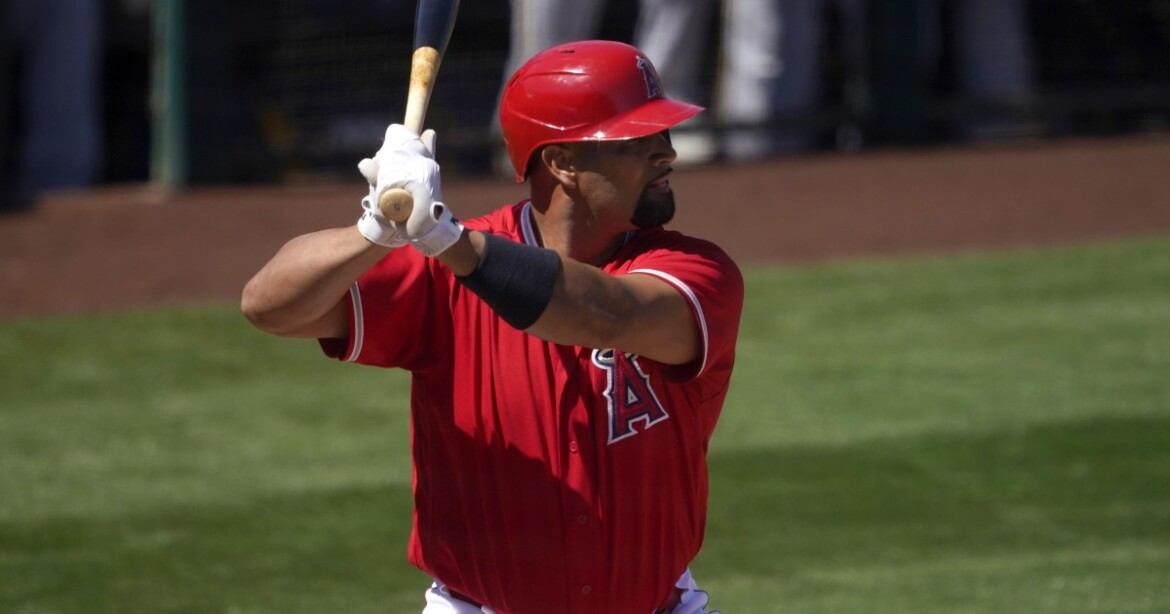 Dodgers make it official and announce Albert Pujols signing