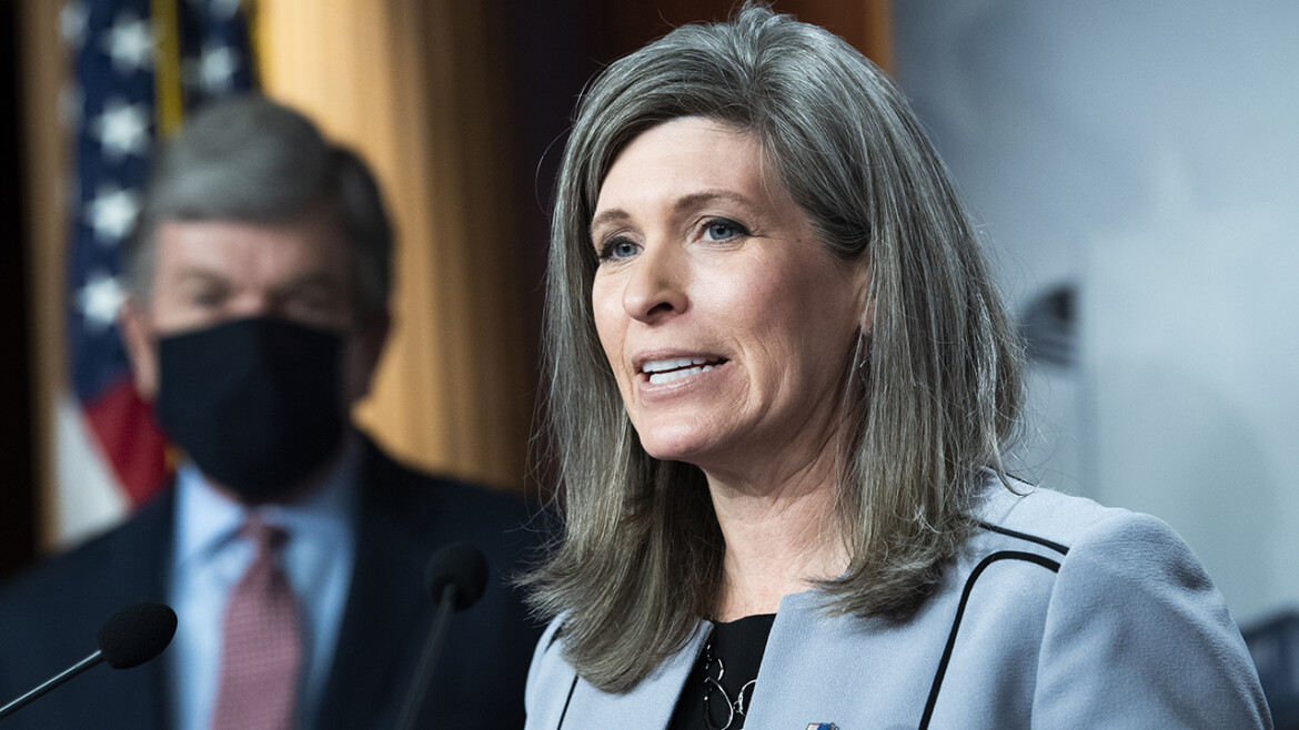 Ernst introduces bill to reduce size of federal bureaucracy, keep political appointees from 'burrowing'