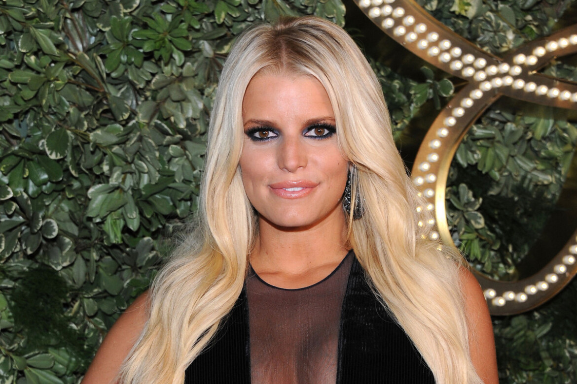 Jessica Simpson scrambles to rescue her clothing label from struggling firm