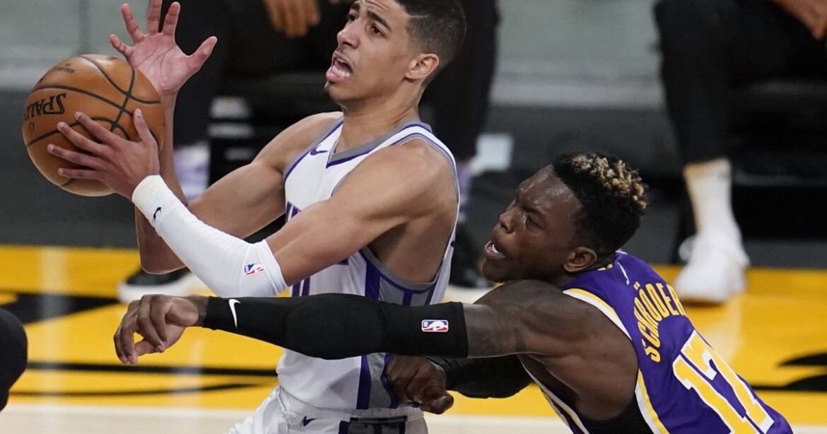 Lakers injury updates: Dennis Schroder out; LeBron James and Alex Caruso in