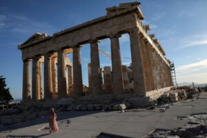 Greece banks on tourists for bad loan relief