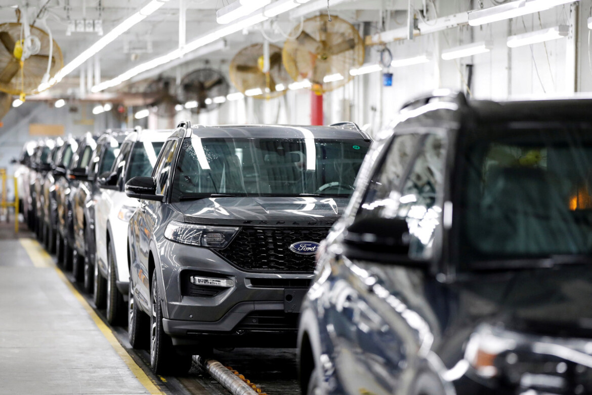 Ford recalls 661,000 Explorer SUVs over fears of roof cover detaching