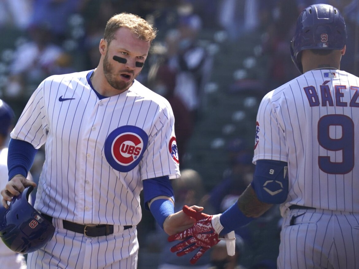 Cubs' center fielder Ian Happ leaves game after collision