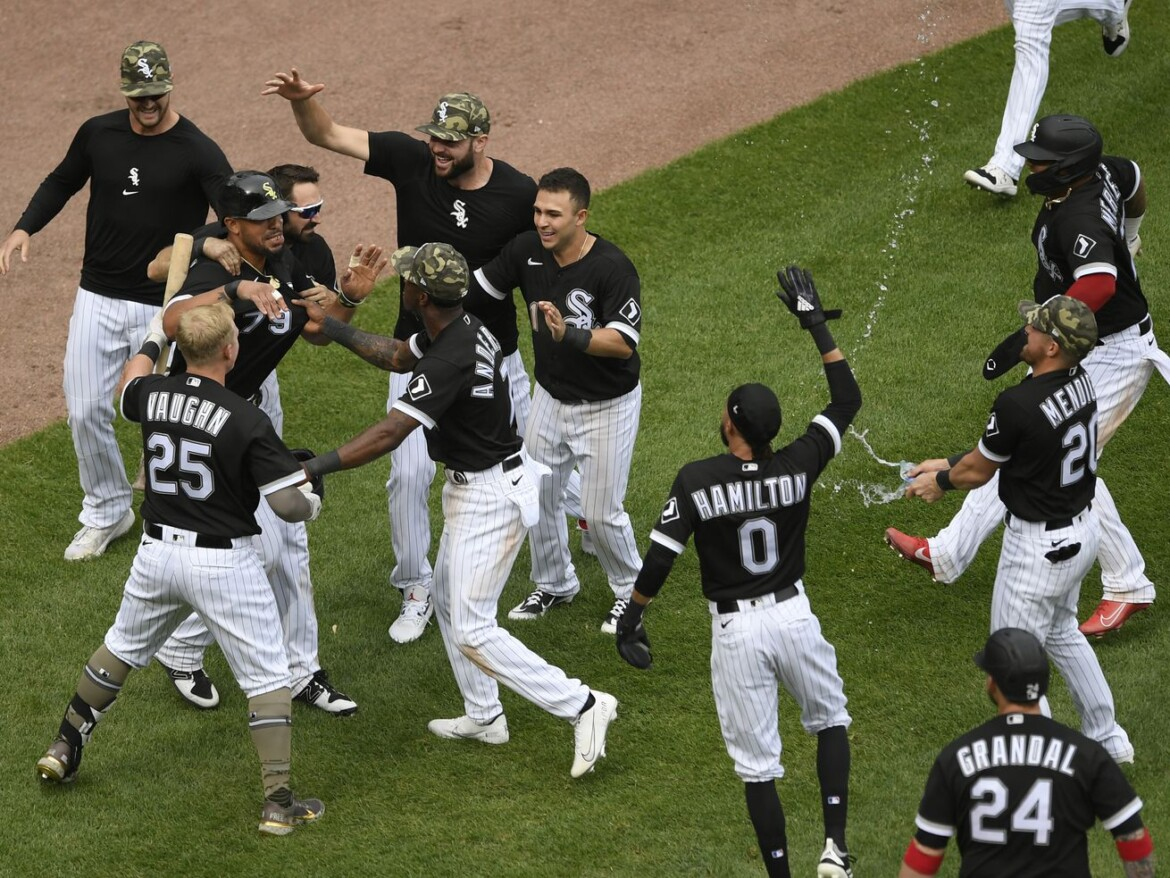 Jose Abreu caps weekend with scamper home to deliver White Sox win