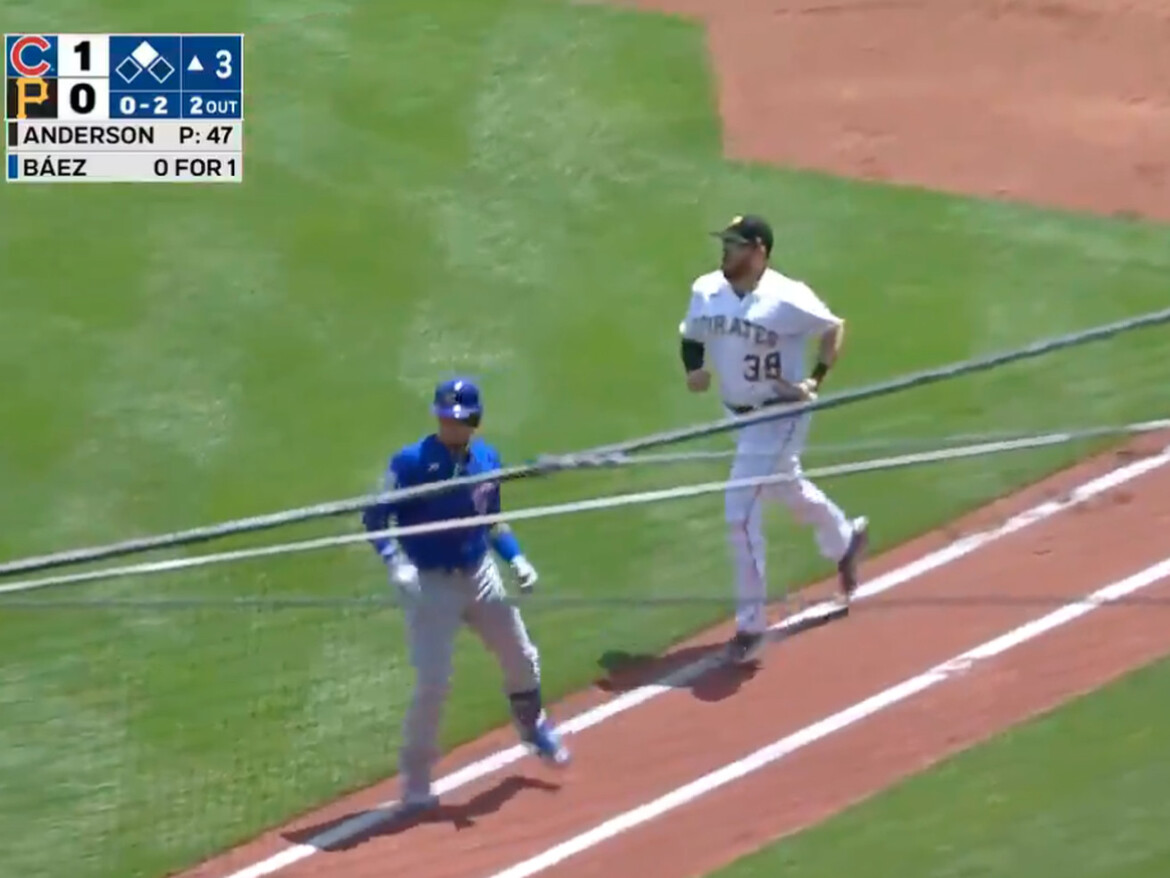 Javy Baez tricks Pirates into disastrous play with brilliant baserunning