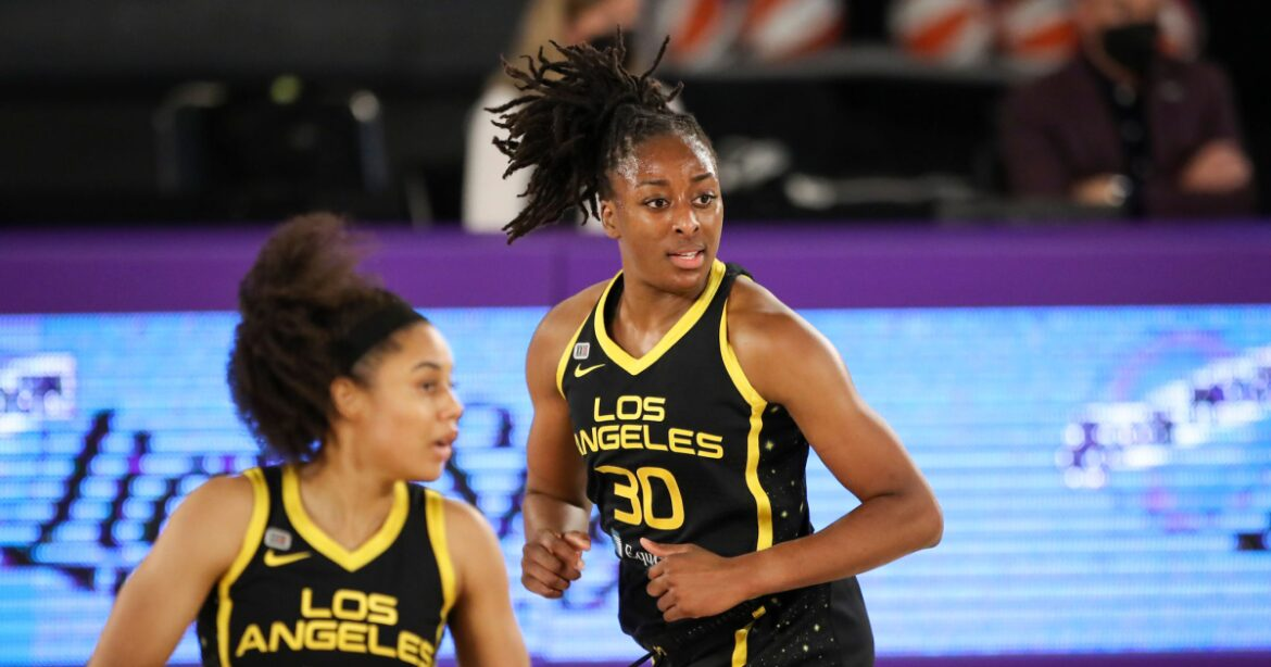 Nneka Ogwumike scores 21 points as Sparks rally to defeat Sky in overtime