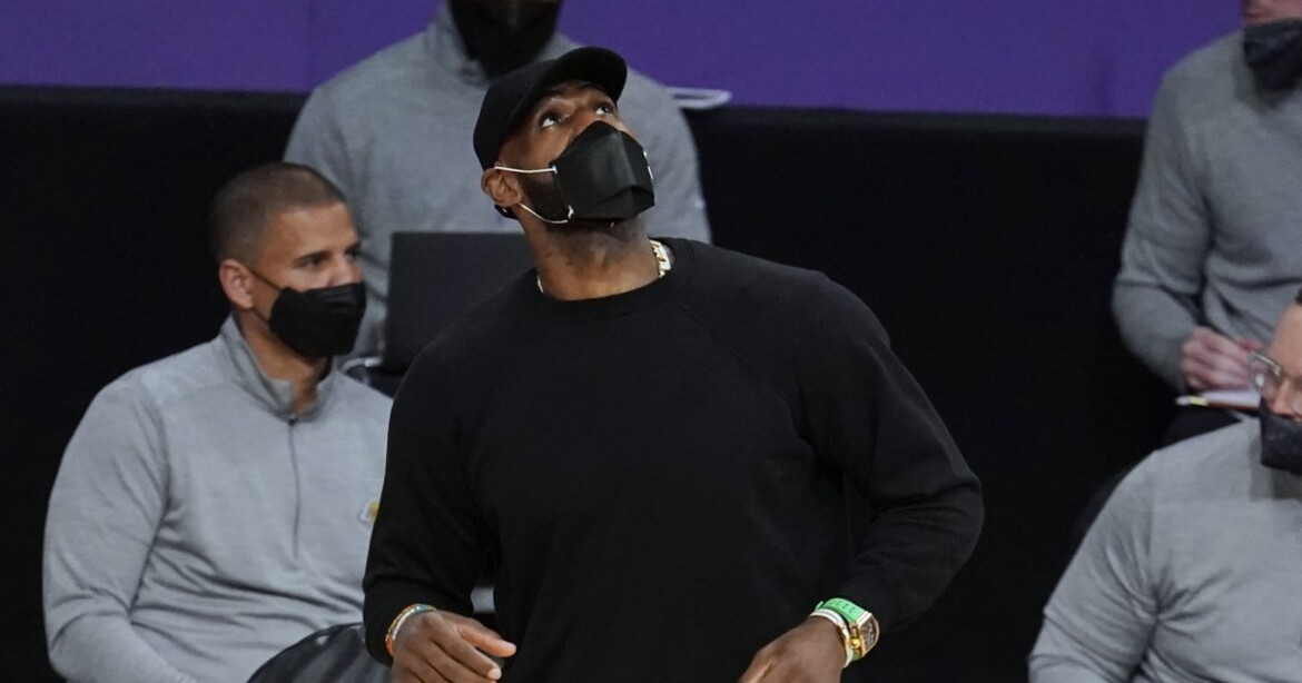 LeBron James update: Lakers star practices, is day to day