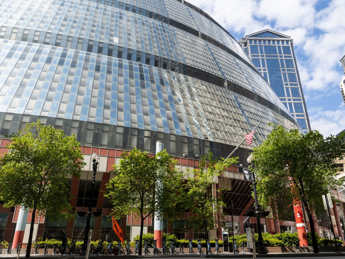 Architect Helmut Jahn's death reignites debate over sale of his renowned — and reviled — Thompson Center
