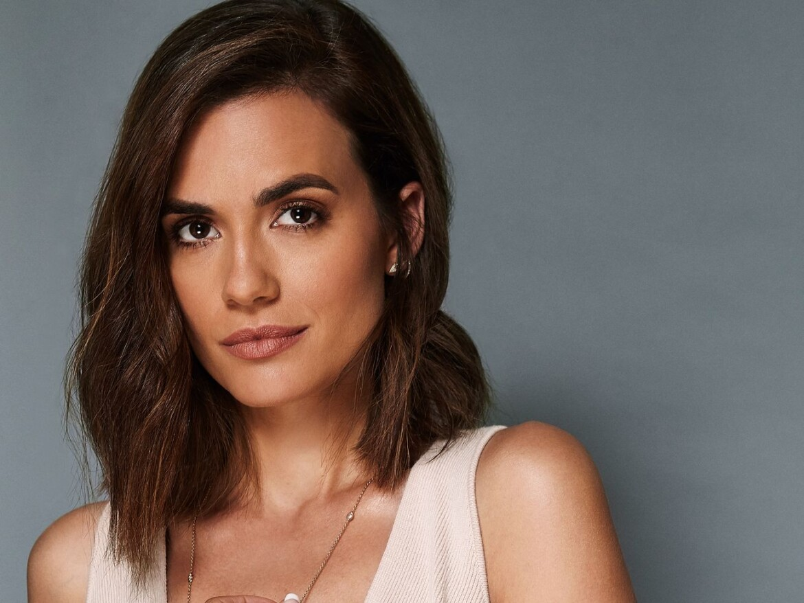 'Chicago Med' star Torrey DeVitto confirms she's dating Cubs manager David Ross
