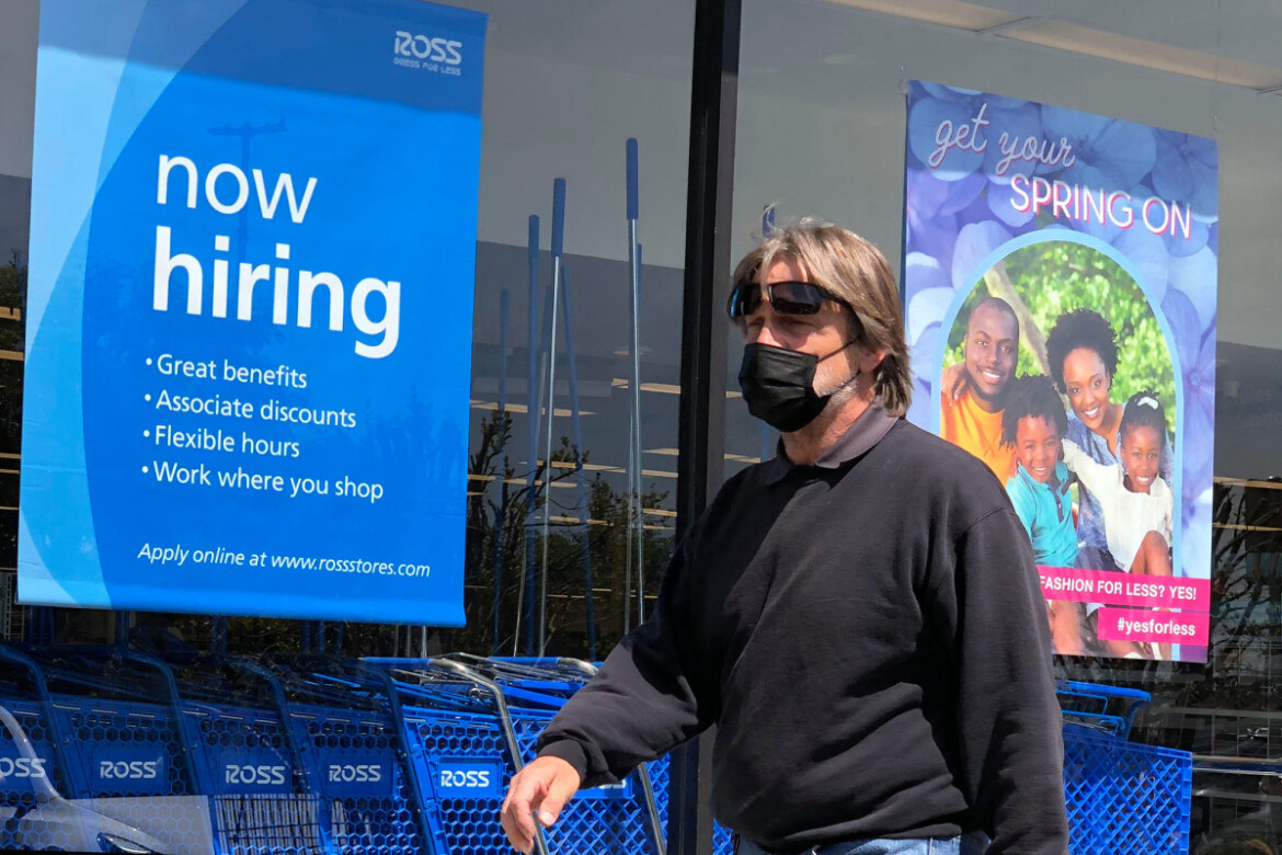 US private payrolls post biggest gain in 7 months