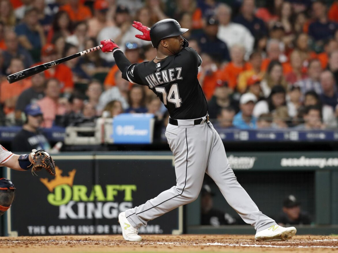 White Sox' Eloy Jimenez cleared to return to baseball activities