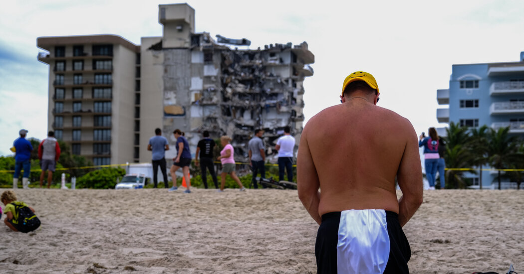 Photos From the Scene of a Tragic Building Collapse in Florida