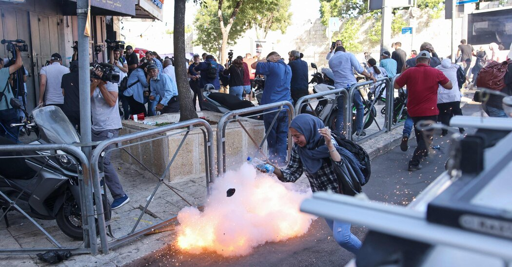 Israeli Security Forces Clash With Protesters in East Jerusalem