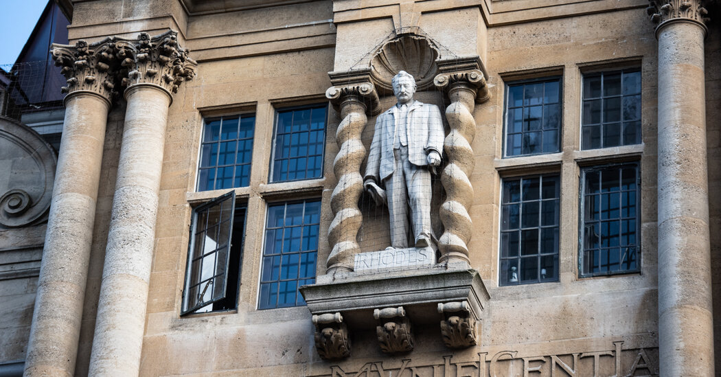 Scholars at Oxford University Refuse to Teach Under Statue of Colonialist