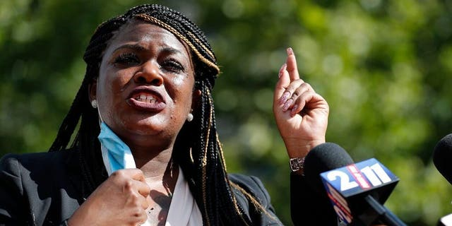 'Squad' Dem Cori Bush to Joe Manchin: Fall in line or 'get out of our way'